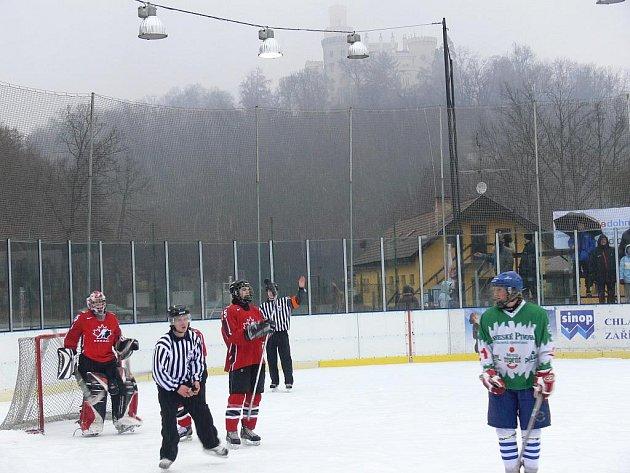 Začátek hokejové sezony na Hluboké vždy závisí na počasí.