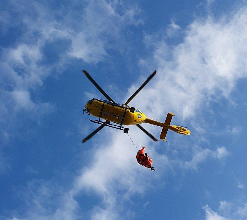 Ilustrační foto z výcviku záchran s využitím lanového podvěsu.