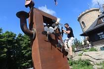 Klet instalace sochy