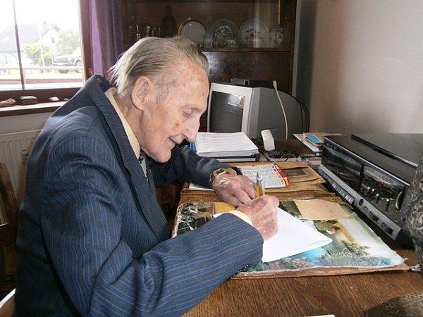 Vladimír Vaňata má doma stále inábytek, který otec dostal po návratu zkoncentračního tábora.