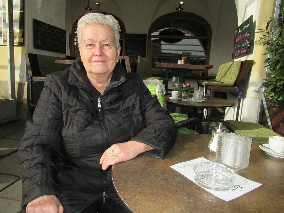 Domácí cestovní ruch Marii Robenhauptovou v létě nezachránil. Chodí si přivydělávat, kam může, aby zaplatila nájem.