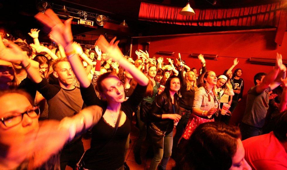 Skupina Pub Animals, jež získala Cenu Anděl, natočila nové album Fatherland. To se může klidně měřit se světovou konkurencí. Snímek ze křtu alba v českobudějovickém Café Klubu Slavie.