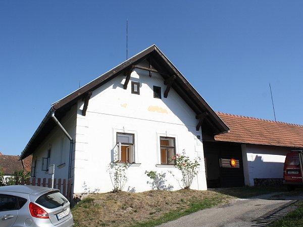 Vjednom znejstarších doudlebských stavení měl Rudolf Kříž od roku 1910krejčovskou dílnu.