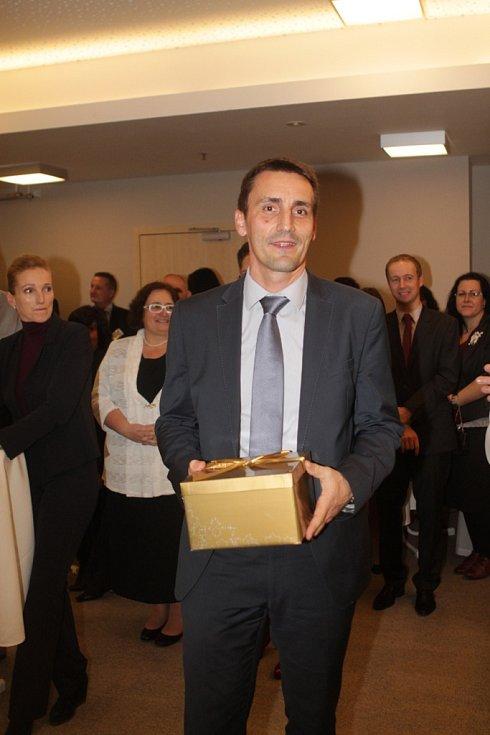 Slavnostní večer k ukončení třetího ročníku projektu Chováme se odpovědně. Na snímku ředitel Jaderné elektrárny Temelín Bohdan Zronek.