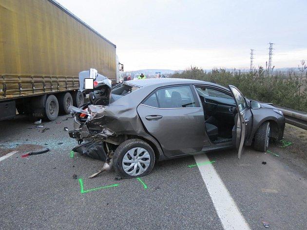 Při nehodě byli zraněni lidé vtoyotě.