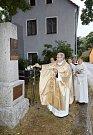 Slavný rodák Josef Bartoloměj Trillsam, zpovědník Marie Terezie, má v Rychnově u Nových Hradů znovu svůj pomník.