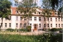 Gymnázium v Týně.