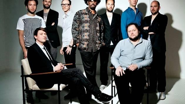 Poprvé se v jižních Čechách objeví devítičlenná mezinárodní formace  sídlící v Berlíně Jazzanova, která má v čele detroitského soulového zpěváka Paula Randolpha.