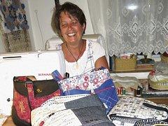 Veronika Šlajchová vytváří technikou patchworku nejen tašky, ale i polštáře, deky či pouzdra.