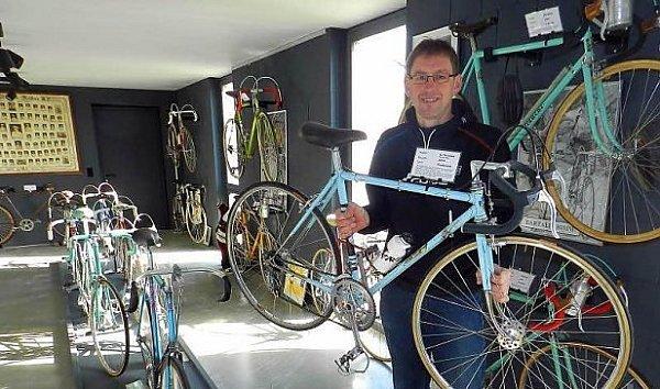 Muzeum závodních kol zahajuje.