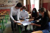 Maturity z angličtiny a matematiky v Gymnáziu Česká v Českých Budějovicích se zúčastnilo v pondělí a úterý devadesát studentů.