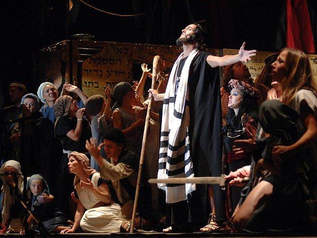 Verdiho operu Nabucco, která měla zaznít 19. května v Budvar aréně, přeložili organizátoři z technických důvodů na 2. listopad.