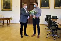 Otce prvního miminka narozeného letos v českobudějovické porodnici přijal v úterý na radnici primátor Jiří Svoboda.