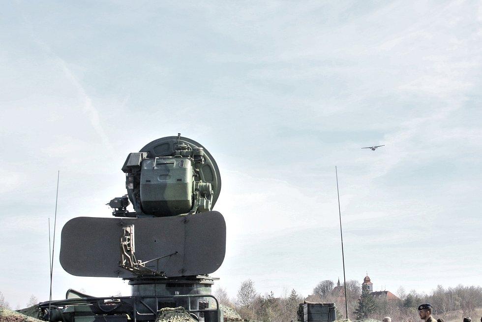Cvičení na jaderné elektrárně. Vojáci odrazili teroristy,  kteří vnikli do chráněné zóny i odrazili útok ukradeného letadla, které na nalétávalo na elektrárnu.