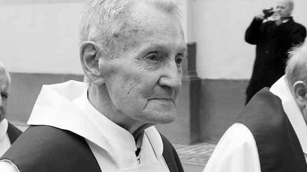 Václav Dvořák loni při uvedení nového biskupa Pavla Posáda.