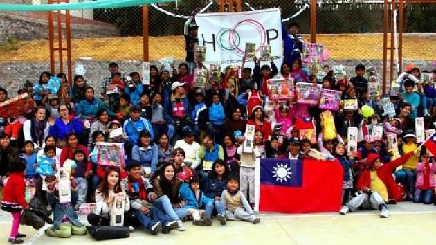 Tyhle peruánské děti čekají na novou školu.