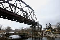 Boršovský starý železniční most brzy nahradí nový