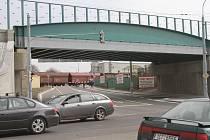 Viadukt na snímku, který se nachází na křižovatce ulic Pekárenská a Nádražní, bude od 2. dubna na celý půl rok jedním z nejzásadnějších dopravních míst v Budějovicích.