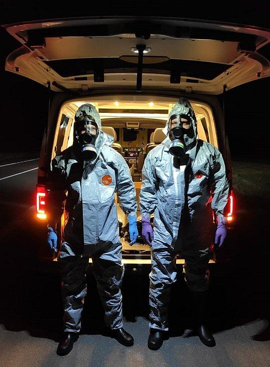 Tým záchranářů Biohazard pečoval během pandemie koronaviru a onemocné v domácnostech a akutnější případy transportoval do nemocnice.