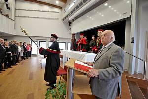 Pedagogická fakulta uspořádala pro své absolventy Zlatou promoci.