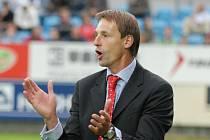 O trenéru Františku Strakovi se dobře ví, že každý zápas impulzivně prožívá.