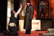 Jihočeské divadlo uvede 2. listopadu v české premiéře drama Hostina dravců. Příběh odehrávající se v roce 1942 původně pro divadlo zpracoval francouzský dramatik Vahé Katcha. Hra se stala nedávno hitem divadelní Paříže.