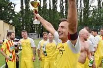 Po vítězném střetnutí s FC Chyšky (5:1) fotbalisté Junioru Strakonice slavili čtvrtý postup v řadě. Na podzim už budou hrát v I. A třídě.