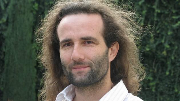 Karol Lesný vystudoval lesnickou školu, pochází ze Slovenska a v Čechách žije 19 let. Je mu 37 let a má dvě děti (16 a 17 let).