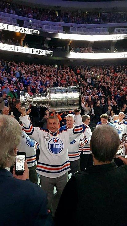 Jaroslav Pouzar, na snímku na oslavách v Edmontonu, vzpomíná na Lake Placid.