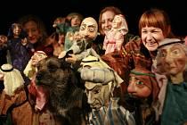 Loutkohra Jihočeského divadla stáhla z repertoáru představení Aladinova kouzená lampa. Podle slov ředitele divadla Jiřího Šestáka je třeba tento titul ještě zdokonalit.