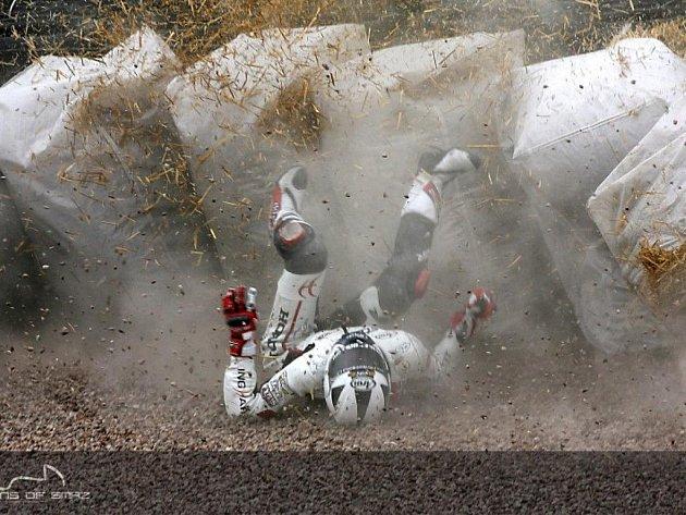 Po pádu na Sachsenringu skončil Matěj Smrž v bariéře.
