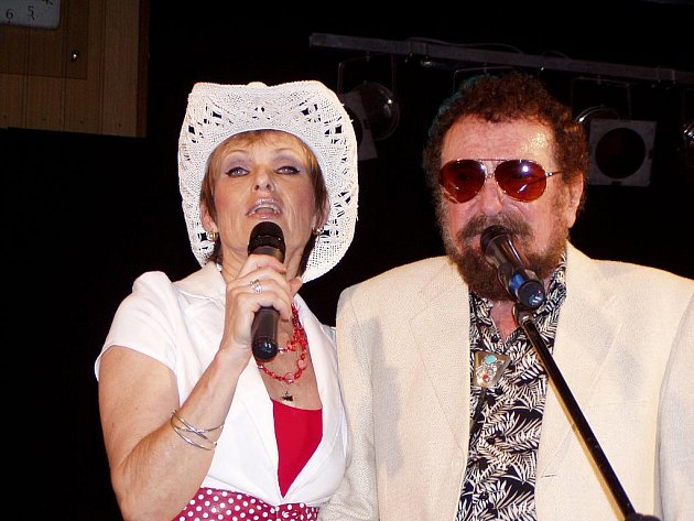 Waldemar Matuška s Olgou Blechovou při posledním koncertu v Českých Budějovicích.