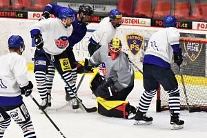Hokejisté ČEZ Motoru poprvé trénovali na ledě.
