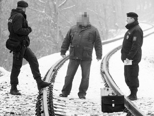 Policisté zachránili 51letého podnikatele, který se chtěl minulý podřezat a pak skočit pod vlak.