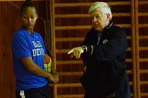 Strakonické basketbalistky prohrály devět z deseti odehraných utkání. Nepomáhá ani americká škola trenéra Richarda Liena a jeho krajanky Shay Selby.