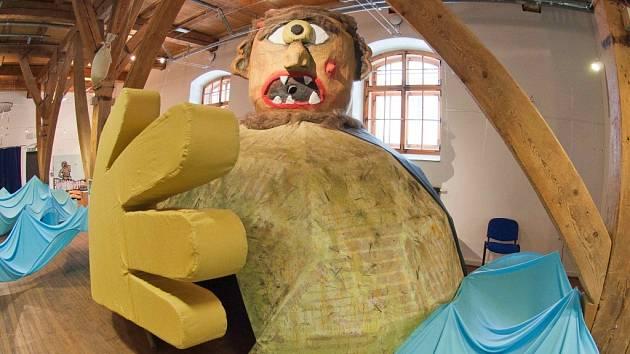 Obr Kyklop a další atrakce výstavy Cesta do neznáma, která potrvá do 4. května v písecké Sladovně, přilákaly již přes 5000 lidí.
