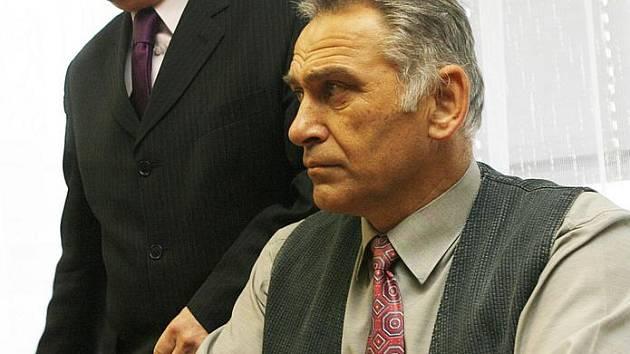 Jaroslav Šiman s obhájcem u krajského soudu v roce 2009.