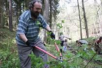 Brigáda. Členové místních spolků a další lidé, jimž není osud Terčina údolí lhostejný, se v sobotu podobně jako letos v dubnu sejdou na brigádě. V plánu mají čištění koryta Stropnice.