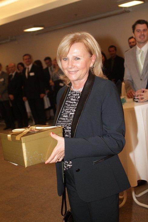 Slavnostní večer k ukončení třetího ročníku projektu Chováme se odpovědně. Na snímku je Ludmila Opekarová,  prorektorka pro praxi a vnější vztahy českobudějovické VŠTE.
