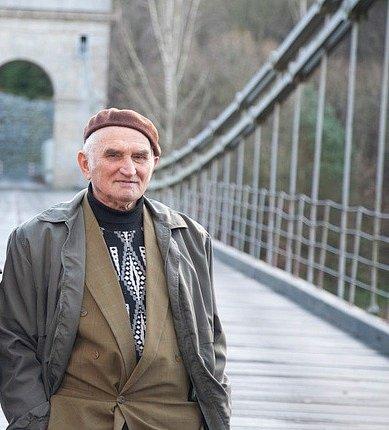 Vorař Václav Husa na archivním snímku ustádleckého mostu.