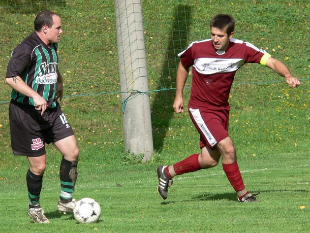 Uzdravený útočník Tomáš Koptyš ještě stihl na trávníku konec jara.