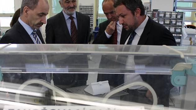 Firma TSE vyrábí v Mánesově ulici inkubátory pro děti.