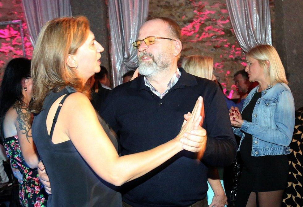 Nedávno se konal společenský večer, který uspořádala Jasminka Gerstner. Zde vystoupili i umělci z její vlasti.