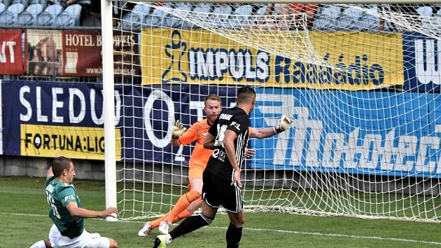 Ivan Schranz tuto obrovskou šanci hned v úvodu druhé půle neproměnil: Dynamo ČB – Jablonec 1:1.
