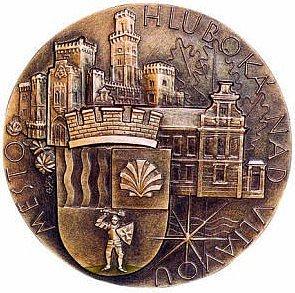 Medaili výtvarně ztvárnil Jiří Kolářský.