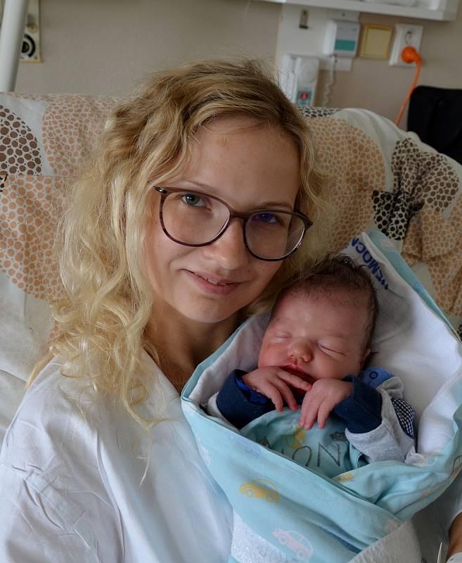 Štěpán Bubeníček z Písku. Prvorozený syn Terezy a Šimona Bubeníčkových se narodil 10 . 9. 2021 ve 20.32 h. Váha po porodu ukazovala 3,50 kg.