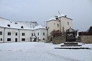 Předvánoční dobu si mohou lidé už tradičně zpříjemnit návštěvou památkových objektů. Hrad v Nových Hradech nabízí sváteční prohlídky vyzdobeného bytu správce novohradského panství.