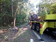 Podle dostupných informací řidič nákladního vozu nebrzdil a ze silnice sjel ve zhruba šedesátikilometrové rychlosti.
