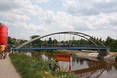 Nová lávka pro pěší a cyklisty spojila břehy Vltavy v Českých Budějovicích u TJ Meteor. Investorem bylo město.