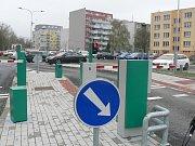 V Jírovcově ulici v Českých Budějovicích už začaly práce na rozšíření parkoviště. Mají skončit v srpnu 2019.